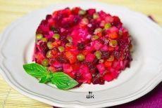 """15 рецептов салата без майонеза: 1. Вкусный винегрет 2. Салат """"Эдельвейс"""" 3. """"Греческий"""" салат 4. Салат """"Леди"""" 5. Салат """"Витаминный"""" 6. Салат с курицей, перцем и морковью 7. Салат с капустой, кукурузой и без майонеза 8. Салат «Мореман» 9. Салат """"Курочка-Снегурочка"""" 10. Салат «Царь Китая» 11. Праздничный салат """"Новогодний снег"""" 12. Салат """"Полосатый"""" 13. Салат ″Розы″  14. Салат """"Шемахинский"""""""