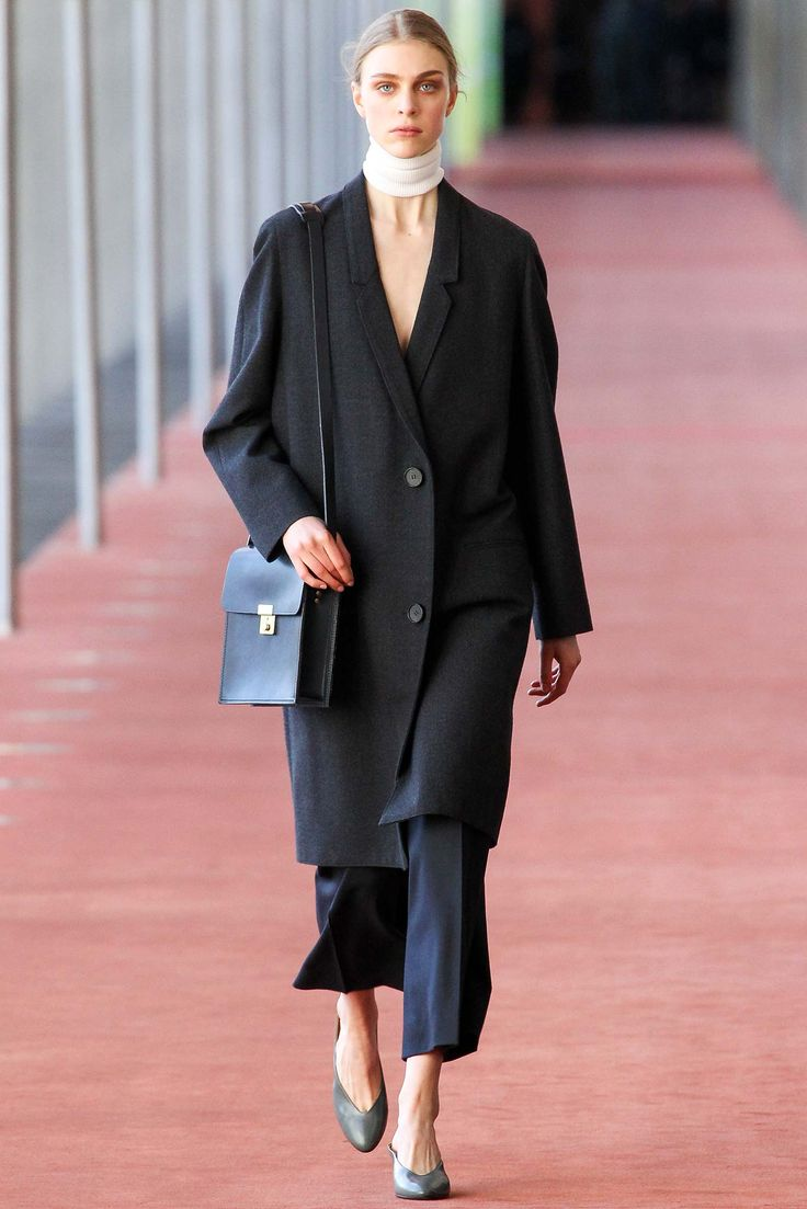 Lemaire - Fall 2015 Ready-to-Wear - Look 8 of 36?url=http://www.style.com/slideshows/fashion-shows/fall-2015-ready-to-wear/christophe-lemaire/collection/8