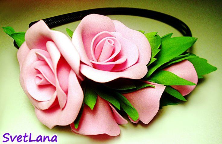 Розовая композиция на ободке
