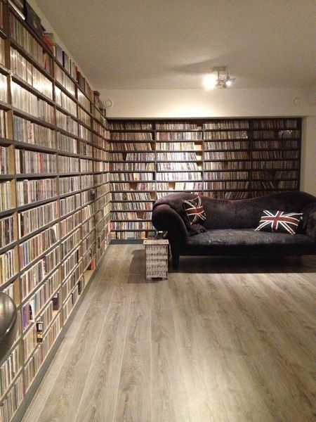 Dutch DJ Gerard Ekdom @ 3FM | new organized music room | cd's | organized