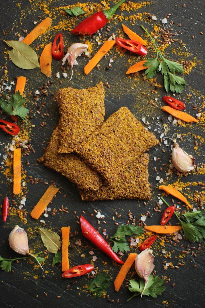 Морковные хлебцы «Искона».  Еще один вкус в линейке овощных хлебцев нашей торговой марки. Благодаря, применяемой нами, технологии высушивания до 40 С эти хлебцы по достоинству оценят  те, в чём рацион присутствует свежая морковь. Благодаря этой технологии в наших хлебцах сохраняются все свойства и микроэлементы входящих в них ингредиентов. Так же необходимо помнить о благотворном влиянии моркови на зрение. Вся линейка хлебцев «Искона» не содержит муки и дрожжей, поэтому они совершенно…