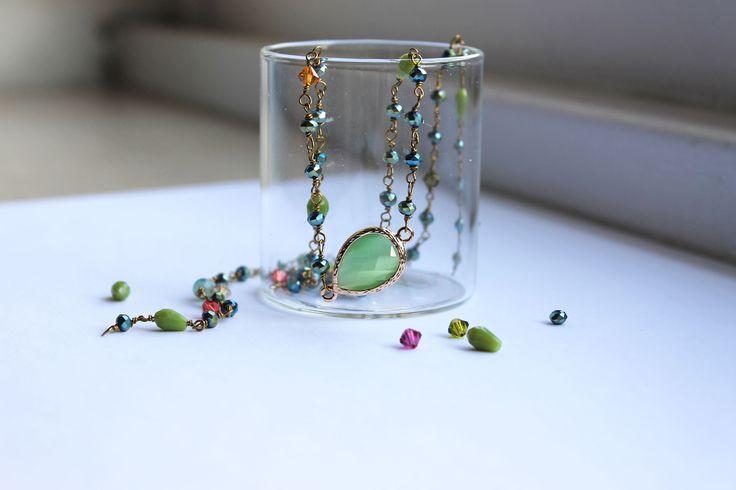 collana fatta a mano stile rosario con cristalli cinesi colore metallico alternata a cristalli e swarovski colorati