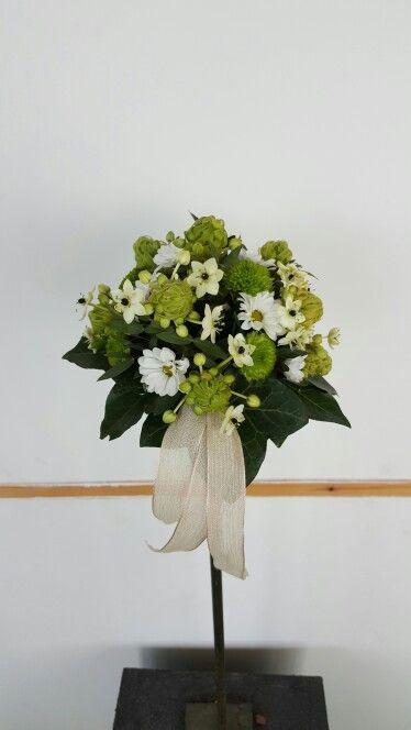 Wit/groen bruidsmeisjes boeket op draad