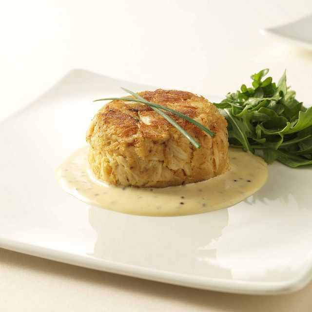 let's eat crabs | Benny's Chop House Crab Cakes