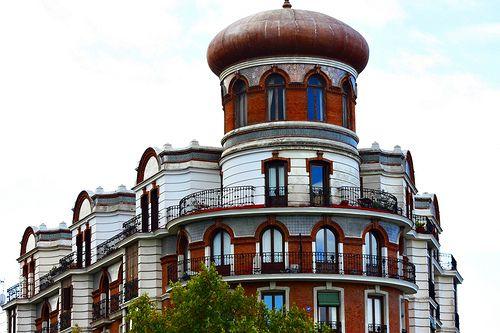 Edificio Críspulo Moro. Calle Alfonso XII. Madrid.
