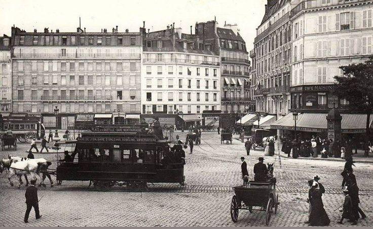 l 39 agitation de la place de rennes aujourd 39 hui la place du 18 juin 1940 devant l 39 ancienne gare. Black Bedroom Furniture Sets. Home Design Ideas
