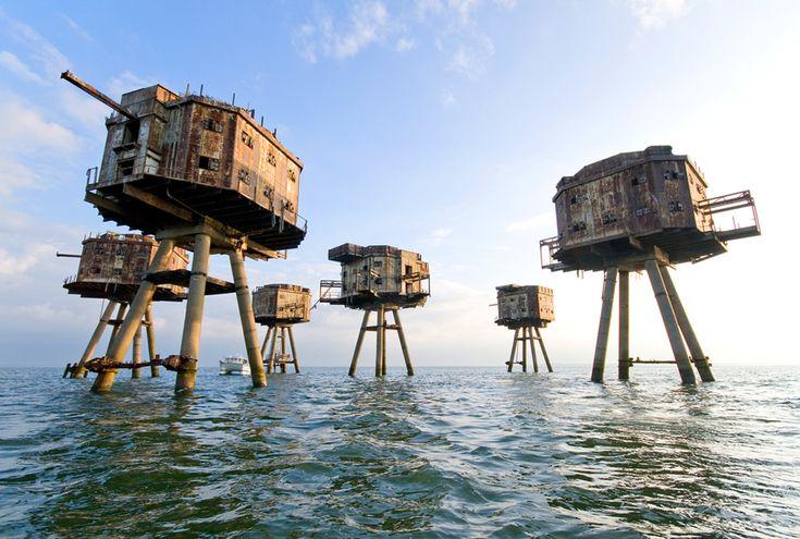 Sealand, Reino Unido - Esses fortes construídos durante a Segunda Guerra foram abandonados após o término da mesma, mas foram reivindicados por Sealand, uma micronação ao largo da costa da Inglaterra.