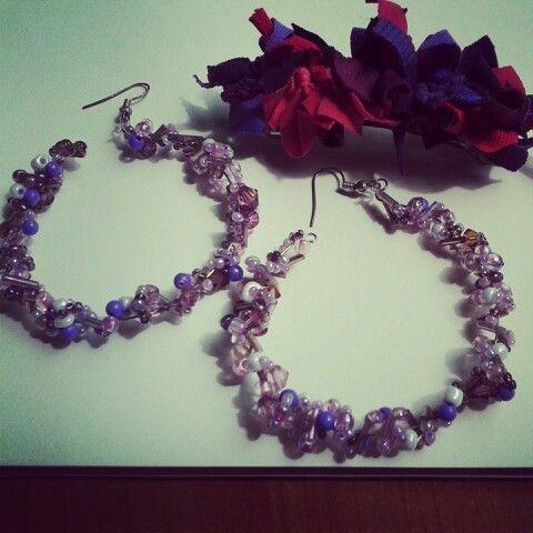 Aros y pinche en lila y morado