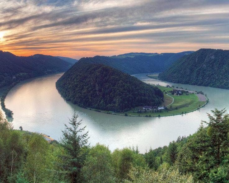 Fietstocht langs de Donau  Fiets van Passau naar Wenen en verblijf 6 of 7 dagen in verschillende hotels inclusief ontbijt rondvaart bagagetransfers zadeltassen en andere extra's!  EUR 299.00  Meer informatie  http://ift.tt/2iNjPN2 http://ift.tt/28ZoOTw http://ift.tt/1RlV2rB