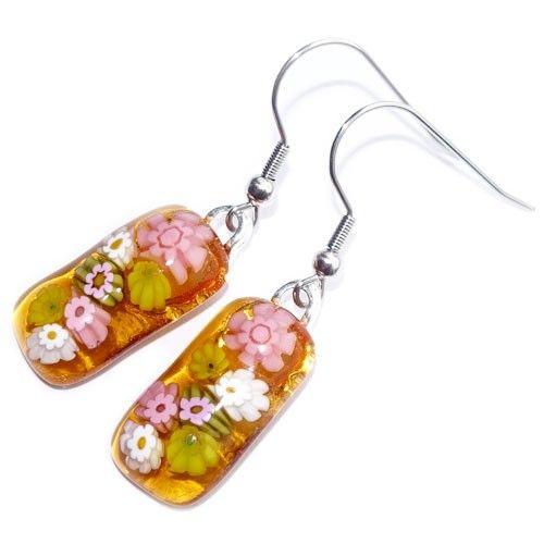 Lange gele glazen oorbellen met roze en gele millefiori bloemen. Exclusieve glasfusing oorbellen uit eigen atelier. Glazen sieraden uit eigen atelier.