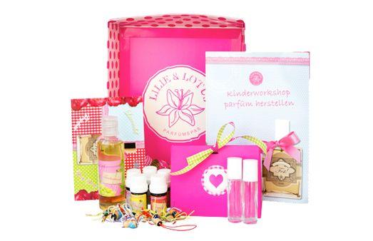 Zoek je een leuk idee voor een kinderfeestje? Compleet pakket om zelf parfum te maken met natuurlijke fruit- en bloemengeuren op basis van aromatherapie!