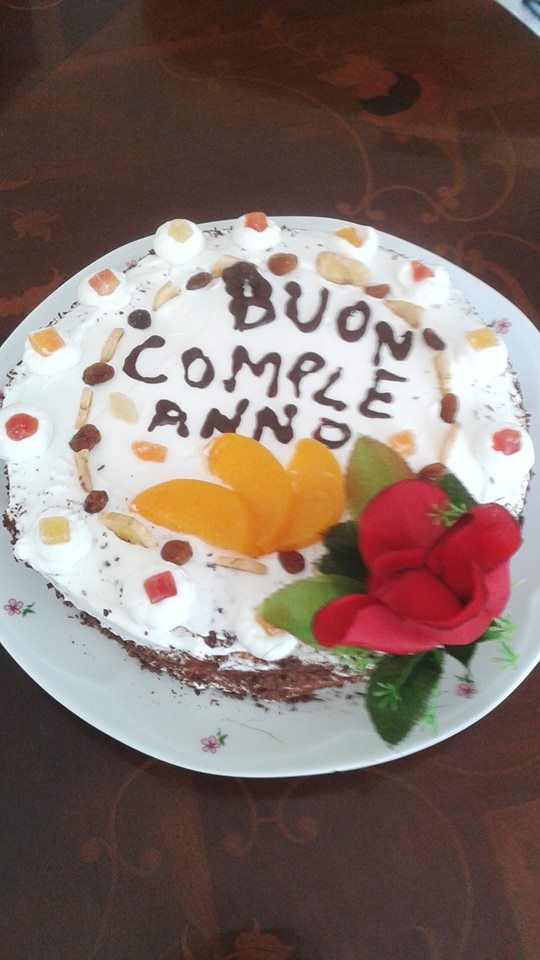 ragazze questa è la torta del mio compleanno che abbiamo fatto io e mia sorella