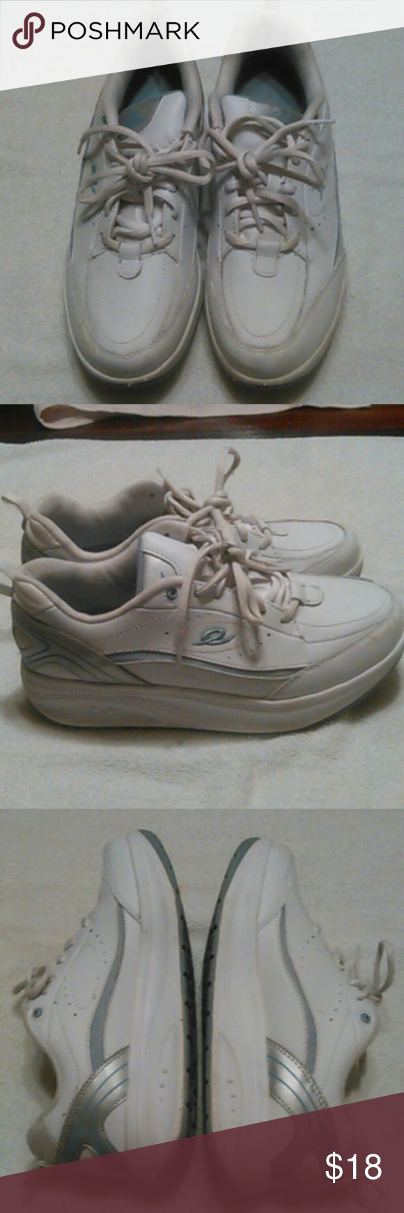 SIZE 9.5 EASY SPIRIT WOMEN WALKING SHOES GOOD CONDITION, WHITE/SILVER/GREEN, ANTIGRAVITY ESGETUPANDGO E-LASTIC, SMALL BROWN DISCOLORATION ON TIP OF RIGHT SHOE AS SEEN IN PICTURE Easy Spirit Shoes Athletic Shoes