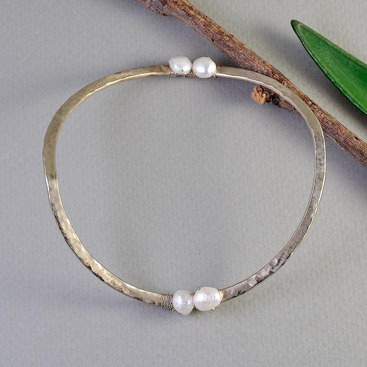 Hammered cuff bracelet, white pearl bangle, brass stacking bangle, alpaca pearl bangle, thin cuff bracelet, wavy bangle, curvy bracelet by ColorLatinoJewelry on Etsy