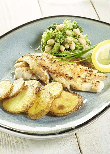 Sébaste, pommes de terre rissolées et brocolis aux haricots blancs
