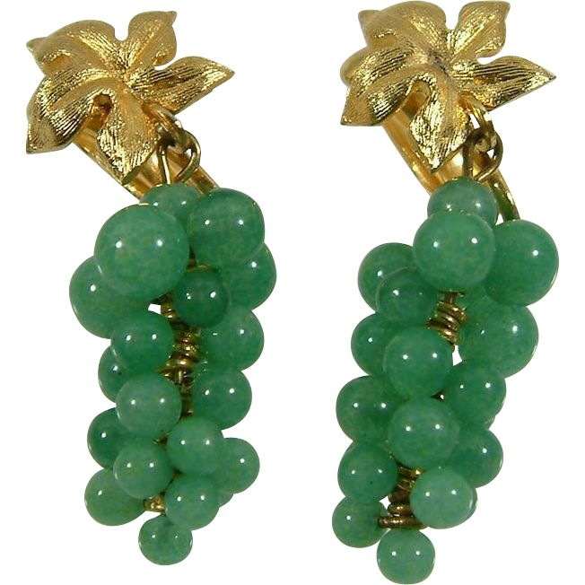 Vintage Green Jade Jadeite Grape Cluster Clip Earrings