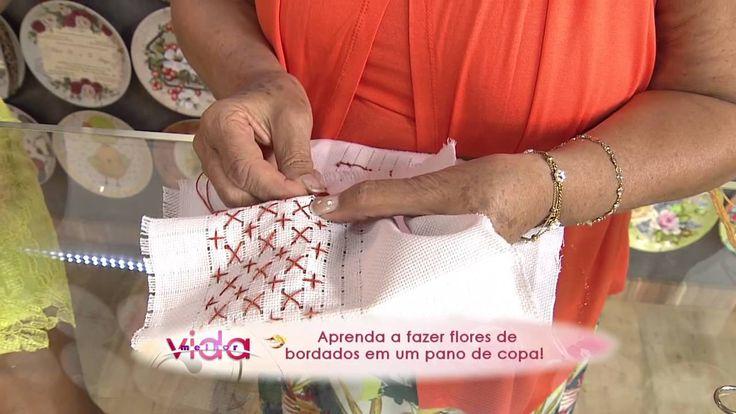 Aprenda a fazer flores de bordados em um pano de copa