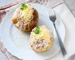 Pomme de terre farcie au thon et emmental râpé