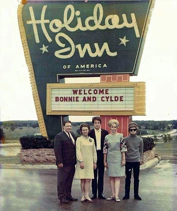 Holiday Inn manager Jim Poteet, Estelle Parsons, Warren Beatty, Mrs. Jim Poteet, and Michael J. Pollard.