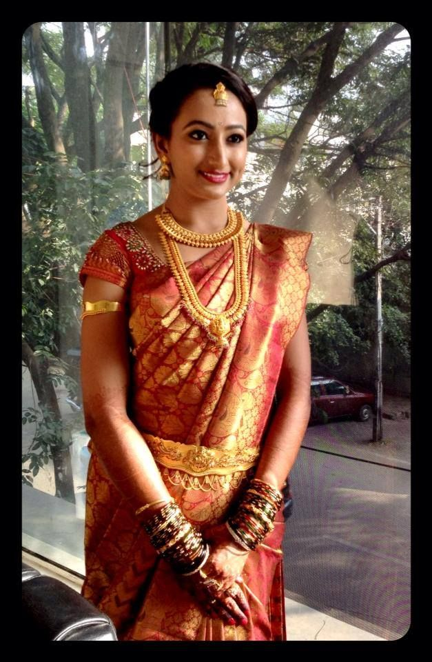 Traditional South Indian Bride Wearing Bridal Saree And Jewellery Wedding Photography