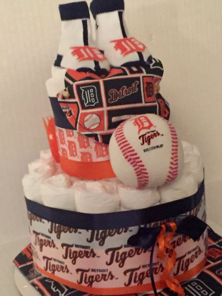 Detroit Tigers baby diaper cake. Facebook.com/thehappyplanner