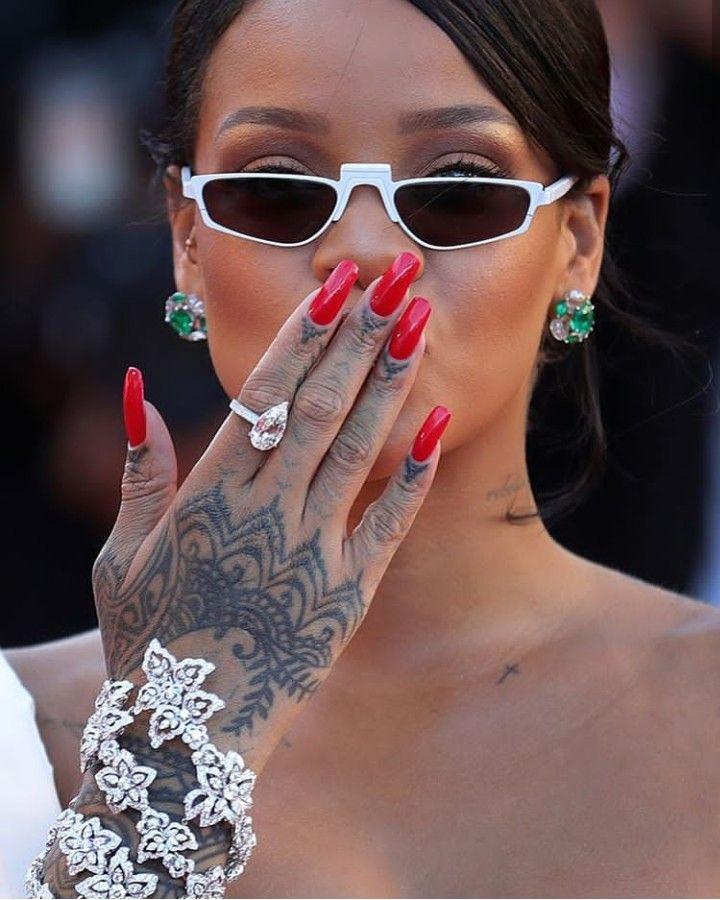 Pin De Kathya Em Rihanna Rihanna Tatuagem Da Mao Da Rihanna Tatuagem De Rihanna