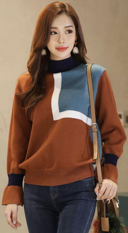 StyleOnme_Color Block Slit Bell Sleeve Knit Top #falltrend #knit #bellsleeve #stylish #koreanfashion #kstyle #kfashion #dailylook