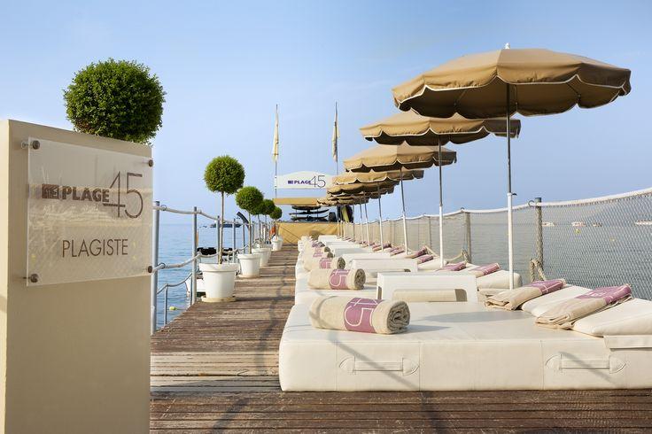 #Ponton de la plage privée avec ses #beds #Plage45 #PrivateBeach #Cannes