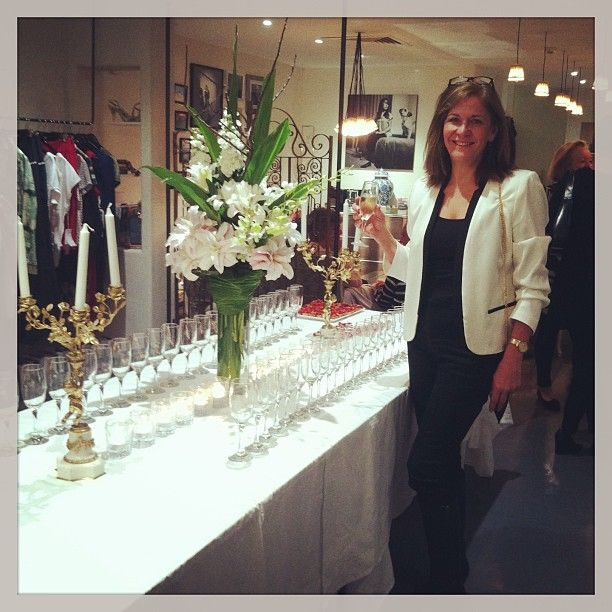 #unsoirausalon #jamesst #champagne #paris #frenchrendezvous   Instagram photo by @haplesstraveller (Vicki Montague) | Statigram