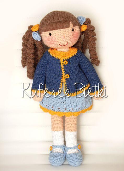 Misia - wykonane na szydełku. Lalka ubrana jest w sukienkę, kardigan oraz szydełkowane buciki.   Wielkość lalki : około 45 cm.   Mat...