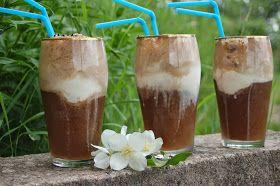 Nyt jotain oikein hyvää lapsille. Ja aikuisillekin. Jäätelöä ja colaa, mausteeksi kirsikkaa. Juoma kuohahtaa kivasti ja hörpi...
