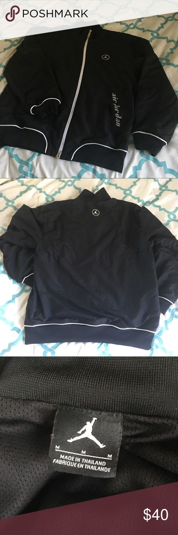 Men's Air Jordan Jacket/Coat Men's Air Jordan jacket coat in size medium. No rips or tears, double zippers - ALL zippers work perfectly! Condition new. Zippered pockets, great detail, not hooded, mesh detail. Air Jordan Jackets & Coats