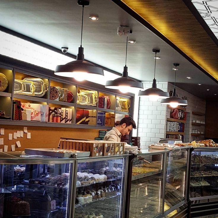 Balikesir mervegul pastanesi Cafe Budi sarkit #aydınlatma #tasarım#mimari#mutfakMüşterilerden gelenler #tasarım #sarkit #spor #tarz #dekor #armatur #endustriyel #elektrik #retro #vintage #edison #balikesir #izmir #istanbul #aydınlatma #ailecek #eskitme #aydınlatma #isik  #lamba #ampul #mimari http://turkrazzi.com/ipost/1514610112991739414/?code=BUE-d9-Fj4W