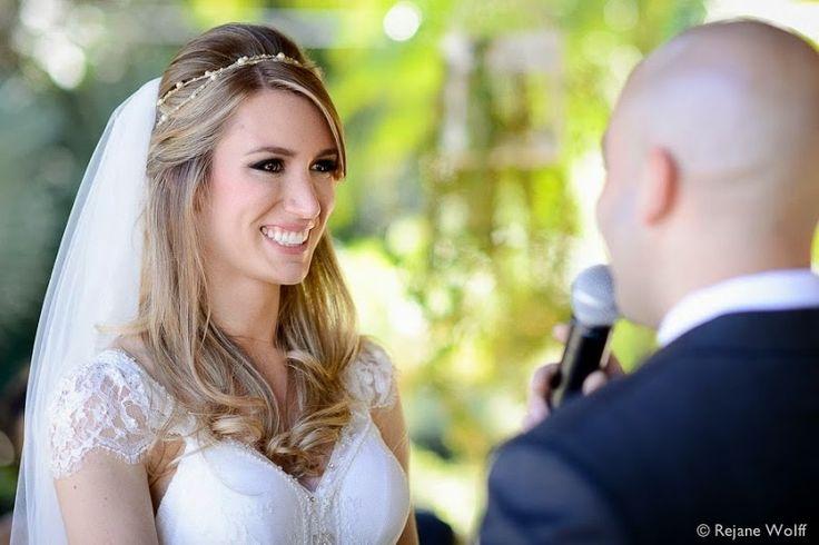 Embora o queridinho das noivas sejam os penteados presos , se você é uma noiva que não gosta de cabelos presos, case-se com um penteado solt...