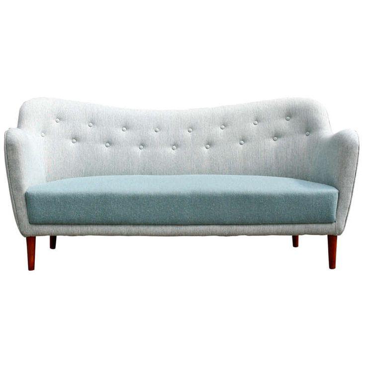 1stdibs.com | Long Poet Sofa by Finn Juhl