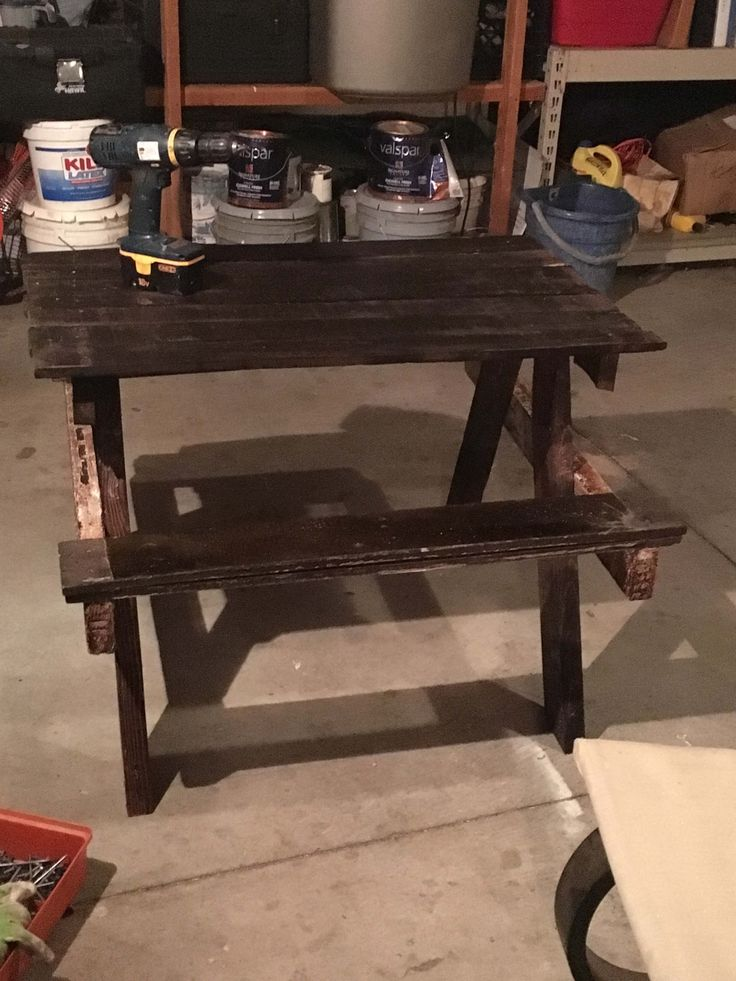 I made this Petite Pallet Picnic Table because I wanted a bench that is small enough for children but also big enough to let adults sit as well. It took seven hours to finish, and only three pallets to make. How I made this Petite Pallet Picnic Table: First, I had to decide how high to make the ... #Garden, #Kids, #Outdoor, #PartyDecor, #PicnicTable, #RecyclingWoodPallets