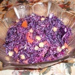 Salada de repolho roxo e grão-de-bico