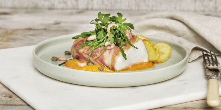 Kabeljauwhaasjes met smokey paprikahummus en zeekraalsalade | ELLE Eten