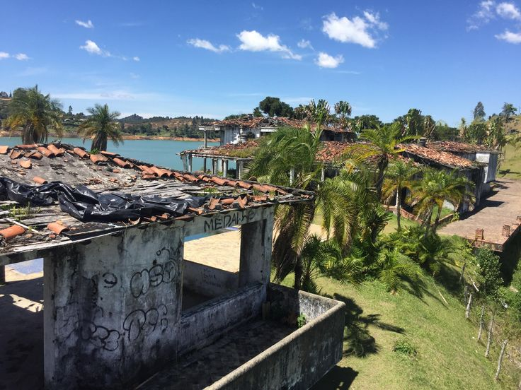 Saw a picture on here of Pablo Escobars bombed out hacienda in Guatape. Heres another angle. [2048x1536]
