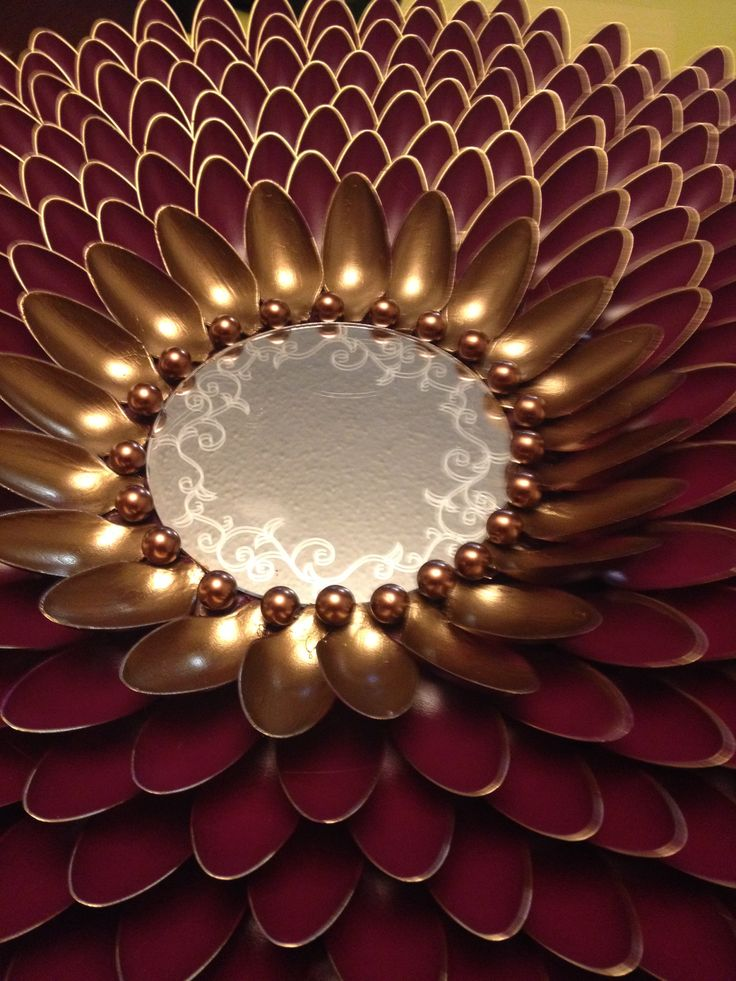 Plastic spoon sunburst DIY wall art LOVE this. With a small round mirror in the centre! Great entrance way piece