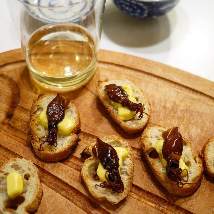 いいね!141件、コメント6件 ― スヌ子(稲葉ゆきえ)さん(@snuko178)のInstagramアカウント: 「日本橋富山館で買った#つりや のほたるいか燻製でタルティーヌ。ワインなら白より赤の方が合うな〜。…」