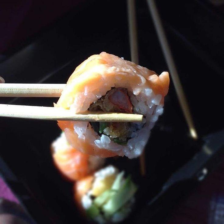 Studencie, to od ciebie zależy gdzie spędzisz piątek z ziomkami. Zbieraj paczkę i biegnij do OTO SUSHI!!! Nie chce Wam się wychodzić? Spoko, mają tam też opcję dowozu. Zróbcie zrzutę na zestaw nietypowych smaków i zamawiajcie do woli:)  #rusztylek #zjedz #student #piatek #piateczek #piatunio #otosushi #sushi