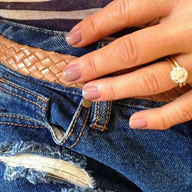 Candace Cameron Bure's nude glitter nails. Love them!