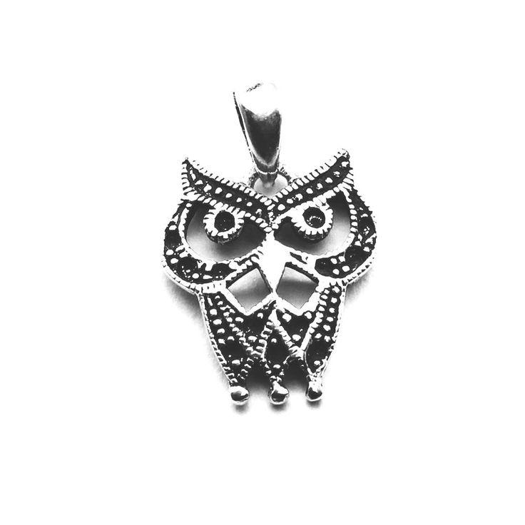 Pandantiv norocos - bufnita - reprezinta intelepciunea https://www.bespecial.ro/blog/2017/12/14/bijuterii-argint-talismane-pietre/