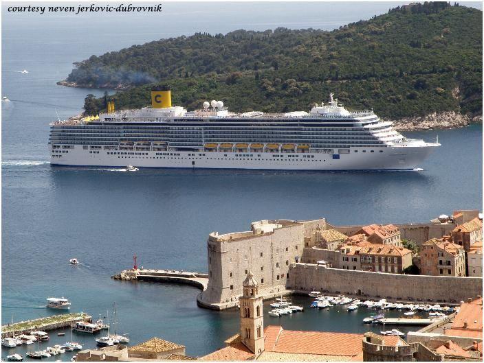 COSTA LUMINOSA (in Dubrovnik). Ιδιοκτησία: Costa Crociere - Italy. (a Carnival Corp. & Plc. company). Διαχείρηση: Costa Crociere. Παρθενικό ταξίδι στις 05/05/2009. 97.720 GT. ~ 294 μ.μ. ~  32,25 μ.πλάτος ~ 12 κατ/τα ~ 21,6 ~ 23,6 knots ~ 2.260 ~ 2.826 επ. ~ 934 ατ.πλ.