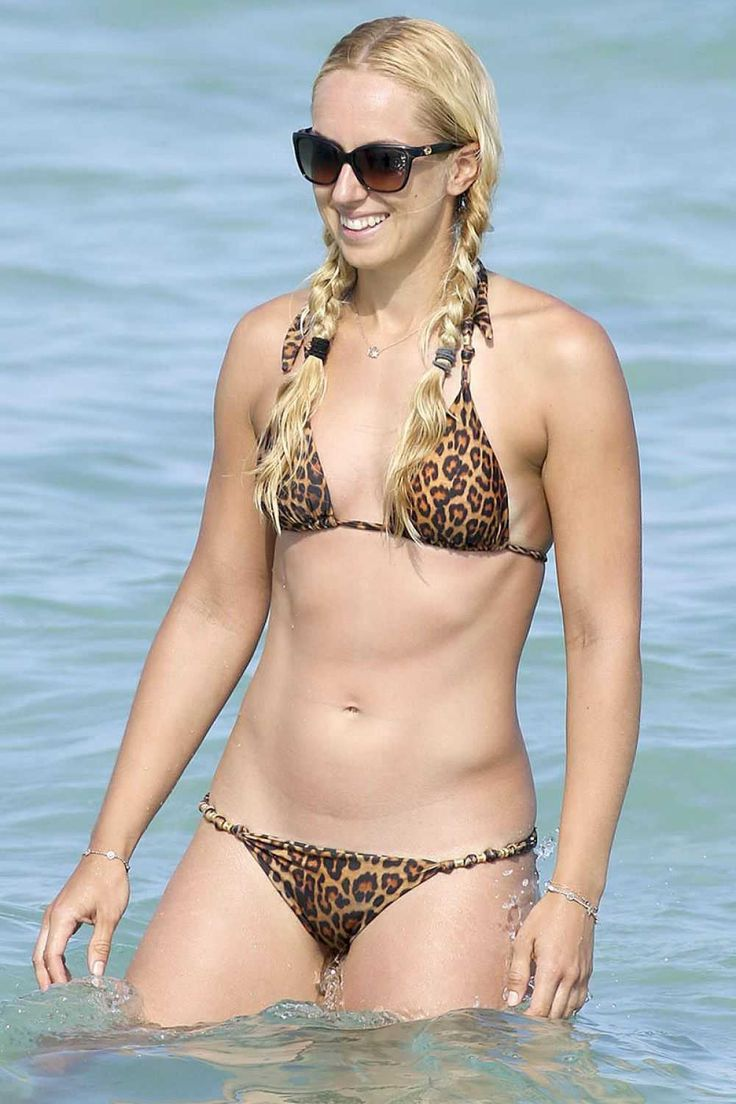 sabine-lisicki-in-bikini-at-a-beach-in-miami_228013106.jpg (1000×1500)