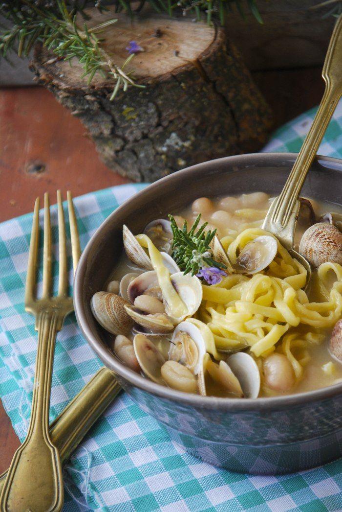Zuppa di fagioli con vongole e tagliolini