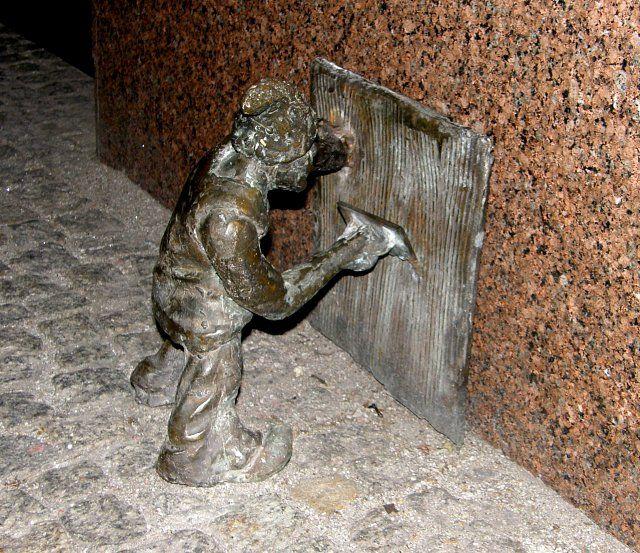 A bricklayer/builder gnome in Wrocław, Poland  Wrocławski krasnoludek-murarz Wrocław, Polska