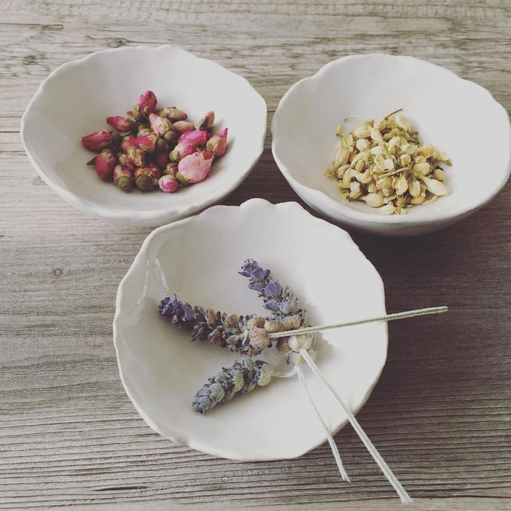 """""""Lavender and rose buds in my pinch pots. Going to infuse some green tea. #tea #pinchpots #roses #lavender #ceramics #clay #pottery #housewares #decor…"""""""