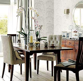 Decora la mesa del comedor con un centro de orquídeas
